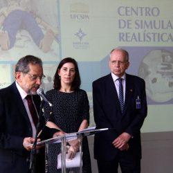 Dr. Jorge Hetzel, a reitora Miriam da Costa Oliveira e o provedor Alfredo Guilherme Englert.