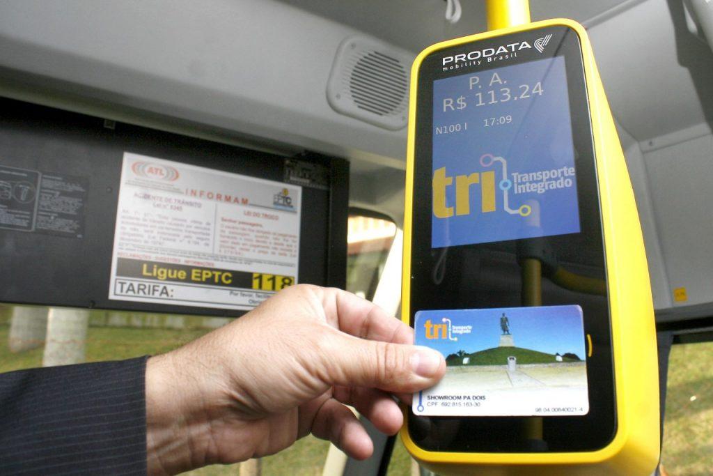 Usuários do cartão pagam a metade da passagem, que custa R$ 3,75 (Foto: Samuel Maciel/Divulgação/PMPA)