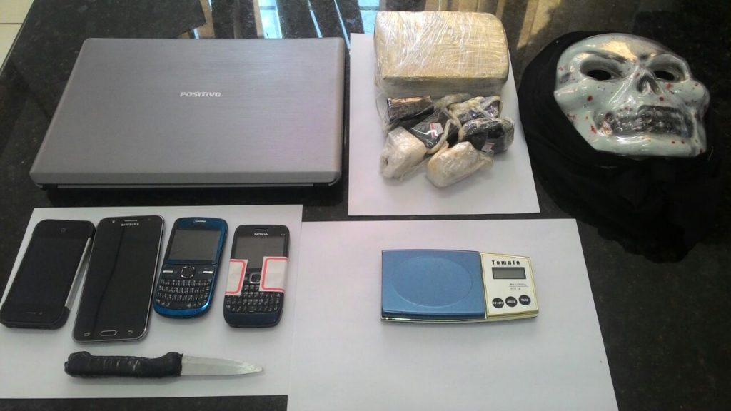 Com o suspeito também foi apreendido celulares, uma máscara e um notebook. (Foto: Polícia Civil/Divulgação)