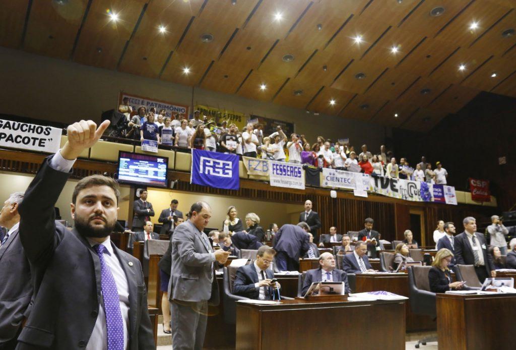 Sessão, iniciada na terça-feira, durou mais de 18 horas (Foto: Juarez Junior/AL)