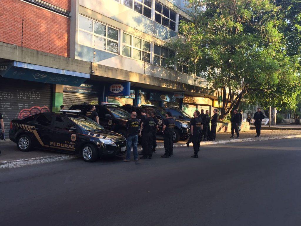 Agentes cumpriram seis mandados de prisão, dez de busca e dois de condução coercitiva em Porto Alegre, Canoas e Pelotas (Foto: PF/Divulgação)
