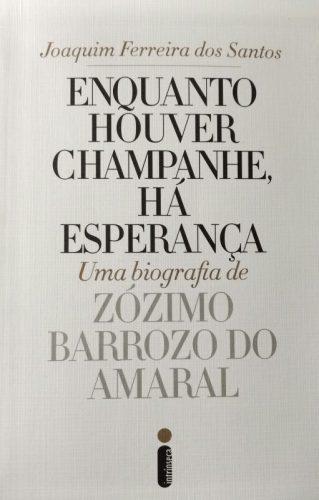 No detalhe: a capa da biografia que conta as histórias do colunista social e flamenguista fanático Zózimo Barrozo do Amaral. (Foto: Paulo Gasparotto/especial)