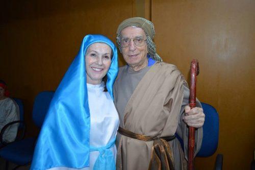 Maria e José foram respectivamente interpretados pela voluntária Loreni Agüero e pelo morador da casa José Antonio Menezes. (Foto: Reprodução)