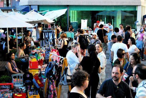 Feira realizada na área externa do Multipalco Theatro São Pedro tem atraído bom público. (Foto: Reprodução)