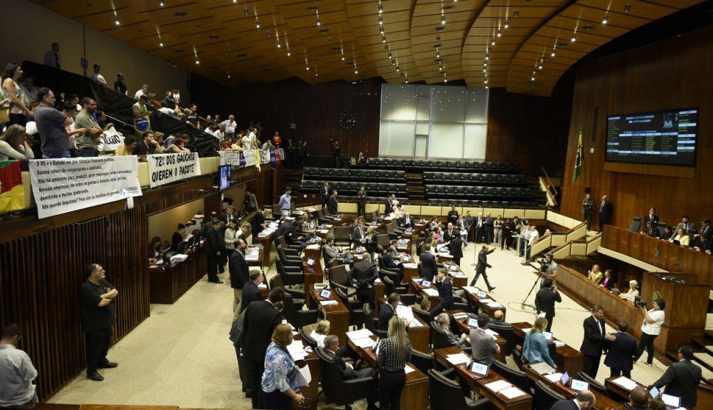 A votação se estendeu até as 3h30min desta terça-feira (Foto: Vinicius Reis/AL)
