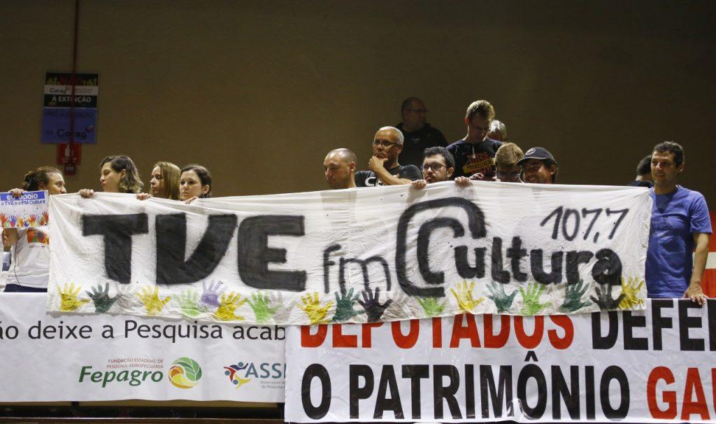 Trabalhadores protestam contra medidas propostas pelo Executivo. (Foto: Juarez Junior/AL-RS)