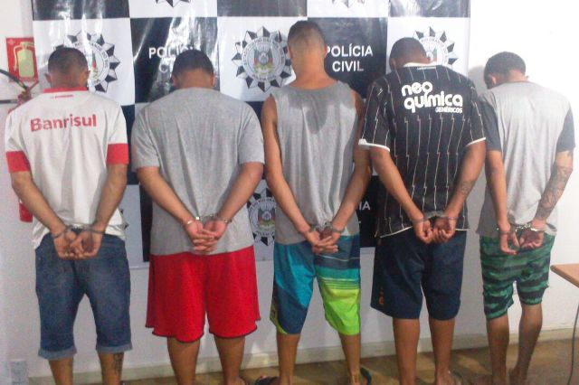 Prisões ocorreram no bairro Costa do Sol, em Cidreira (Foto: Polícia Civil/Divulgação)