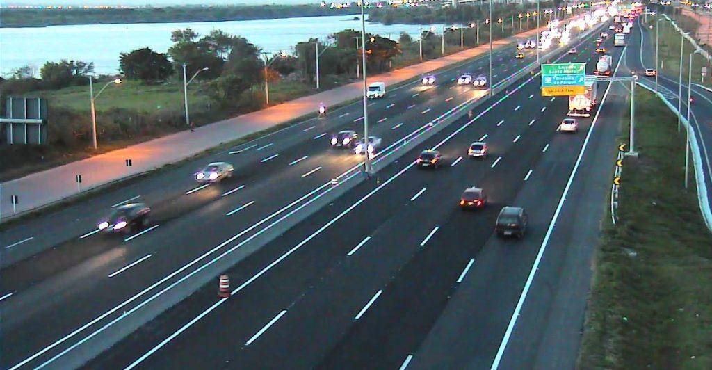 Até as 23h, mais de 50 mil veículos já haviam retornado do Litoral Norte pela freeway (Foto: Concepa/Reprodução)
