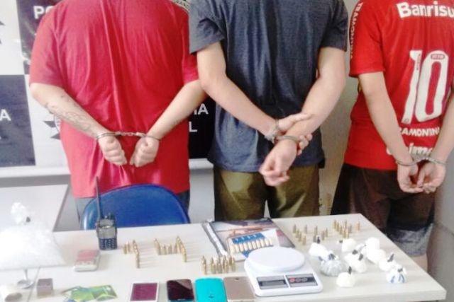 Três bandidos foram presos e um adolescente foi apreendido (Foto: Polícia Civil/Divulgação)