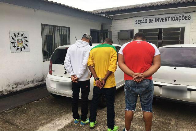 Veículos roubados foram recuperados (Foto: Polícia Civil/Divulgação)