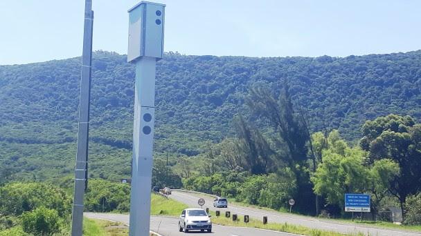 Sistema de monitoramento e fiscalização proporciona mais segurança aos usuários em rodovias do Litoral. (Foto: Júlio Cunha Neto/Daer)