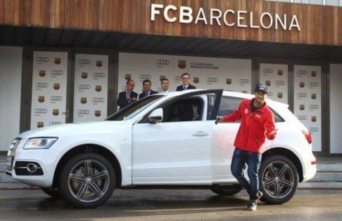 Jogador Neymar presenteia os amigos com os carros que ganha. (Reprodução)