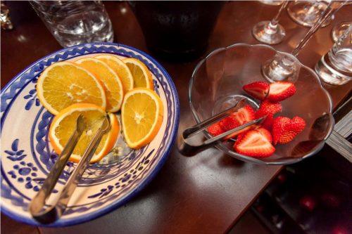 O delicioso drinque pode ser criado com morangos, gengibre e cascas de limão ou laranja.   (Foto: Pedro Antonio Heinrich/especial)