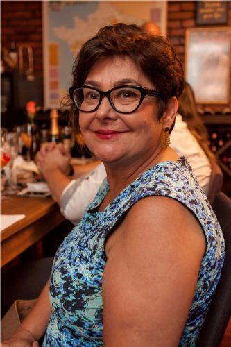 Carmen Gonzalez esteve saboreando as especialidades selecionadas pela sommelier Maria Amélia Duarte Flores. (Foto: Pedro Antonio Heinrich/especial)