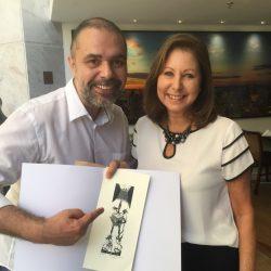 Regina Galbinski Teitelbaum, comando da Gravura Galeria de Arte, e o arquiteto Carlos Lemos no almoço de celebração realizado no restaurante Dom Pallesi. (Foto: Làura Schirmer/LS8 Consultoria)
