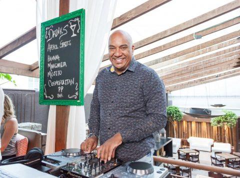 O DJ Lê Araújo foi uma das atrações do Ora Felice Open Season, no Peppo Cucina. (Foto: Pedro Antonio Heinrich/especial)