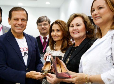 Waleska Santos, Silvana Covatti, Fátima Daudt e o prefeito de São Paulo, João Doria. (Foto: Dani Barcellos/divulgação)