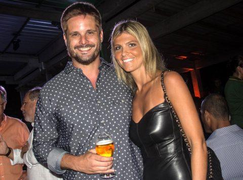 Presença jovem: Mariana Porto Koch e João Francisco Hack na noite de Paella. (Foto: Jackson Ciceri/O Sul)