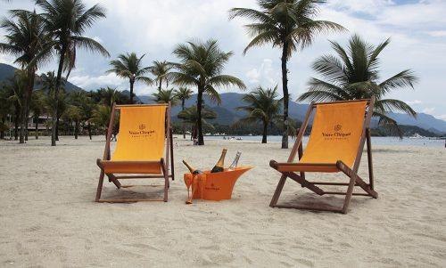 Vista paradisíaca: sol, praia e champagne no belo recanto junto ao mar do Rio de Janeiro. Precisa pedir mais? (Foto: Divulgação)