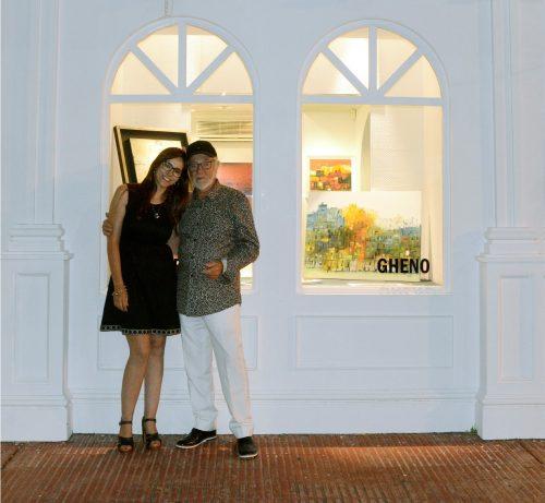 Adriana Olaza, dirigente da galeria Playas Blancas, recebeu com Vitório Gheno na abertura da mostra que reuniu muitos nomes conhecidos.