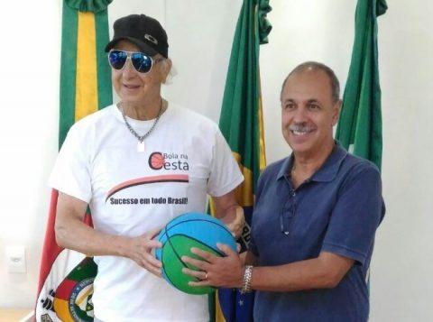Na foto, o prefeito de Tramandaí, Luiz Carlos Gauto (D), e Celso Scarpini (Foto: Divulgação)