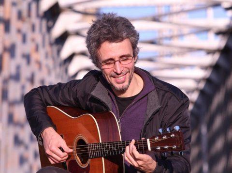 Vitor Ramil faz show no dia 25 de janeiro no Santander Cultural (foto: Satolep Press/divulgação)