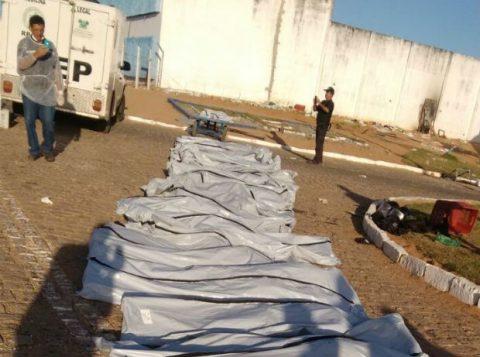 Ao todo, até o momento, Itep já recolheu corpos de 26 presos em Alcaçuz (Foto: PM/Divulgação)