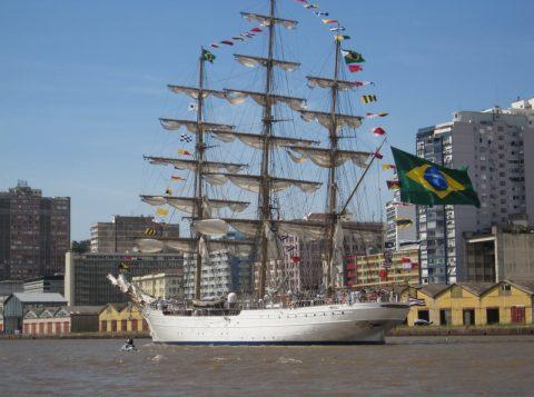 Embarcação representativa da Marinha abre para visitações públicas na Capital Gaúcha.