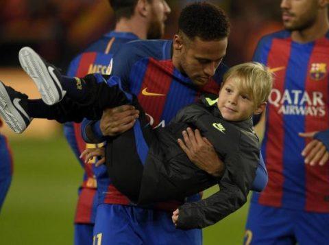 Será que o menino vai se apaixonar pelo esporte? (Foto: Reprodução)