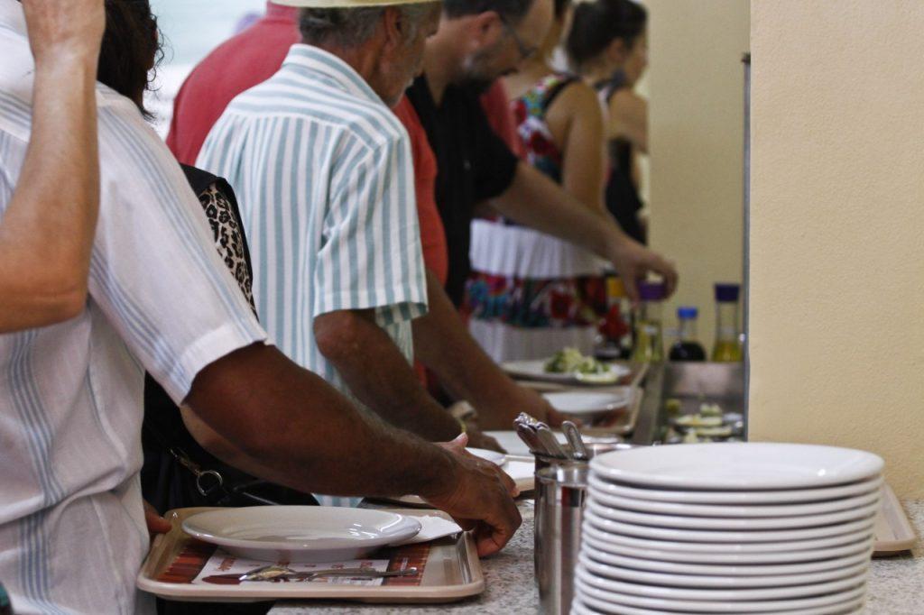 Espaço serve 600 almoços diários a 1 real, para o público de baixa renda. (Foto: Joel Vargas/PMPA)