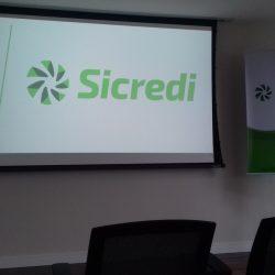 A nova marca Sicredi com o catavento agora com 7 pás, simbolizando os 7 princípios universais do cooperativismo.
