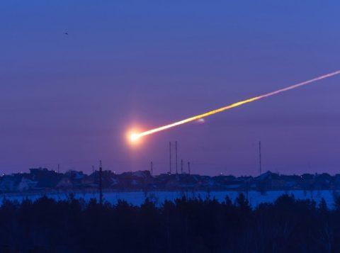Asteroide mais perigoso chegou, em 2013, na Rússia, deixando mais de 1 mil pessoas feridas (foto:reprodução)