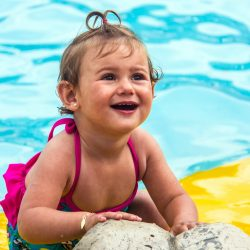 Rafaela Kathe da Silveira , 1,3 anos, pais Carine Kathe e Juliano da Silveira, de Santa Cruz, no Ácqualokos .