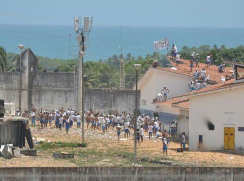 Detentos se rebelam novamente nesta terça (17) na Penitenciária Estadual de Alcaçuz, no Rio Grande do Norte. (Foto: Reprodução)