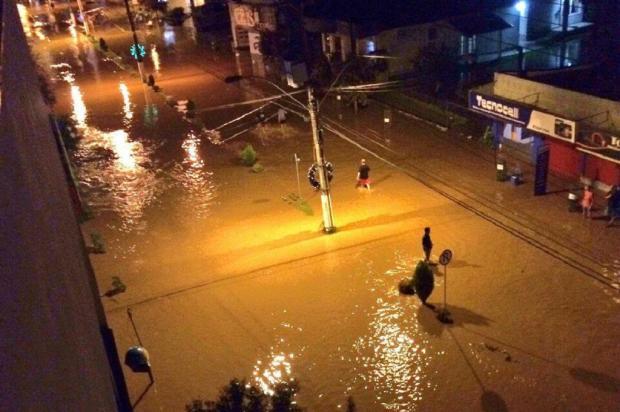 Ruas da área central do município ficaram alagadas (Foto: Reprodução)