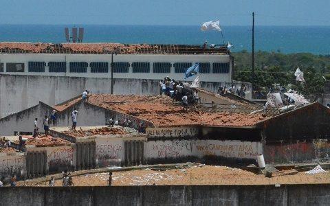 Na penitenciária localizada no Rio Grande do Norte, os prédios não têm mais cobertura. (Foto: Reprodução)