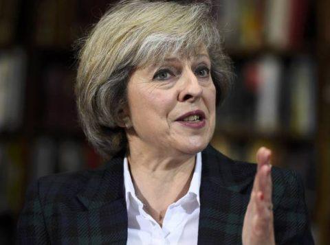 Theresa May assinalou que comunicará a Bruxelas a decisão do Reino Unido de sair da União Europeia antes do fim de março. (Crédito: Reprodução)