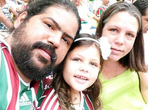 Diretor da OAB Wagner da Silva Salgado com a mulher e a filha; família foi morta a tiros em casa. (Foto: Reprodução/Facebook)
