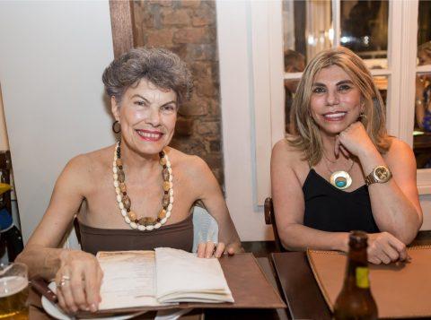 Sandra Dani e Itamara Stockinger estiveram no jantar que continuou as comemorações a Renato Rosa no Barranquinho. (Foto: Pedro Antonio Heinrich/especial)
