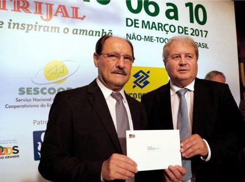 O governador José Ivo Sartori e o presidente da Expodireto Cotrijal 2017, Nei César Mânica. (Foto: Daniela Barcellos/Palácio Piratini)