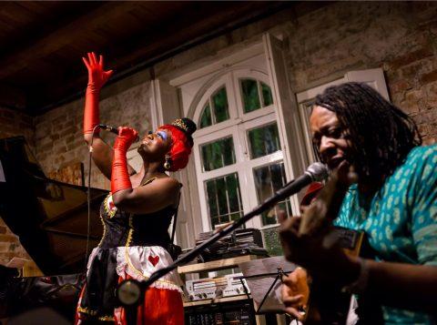 A vibrante Glau Barros e o músico convidado, Gelson Oliveira. (Foto: Pedro Antonio Heinrich/especial)