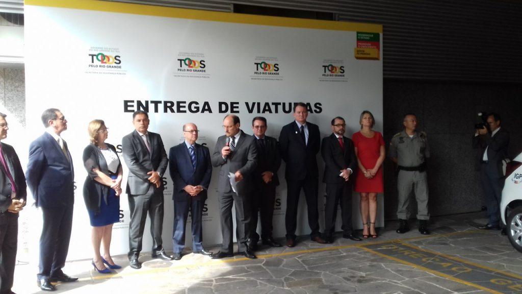 Governador José Ivo Sartori e autoridades no ato de entrega das viaturas, na manhã desta segunda-feira, na Capital.