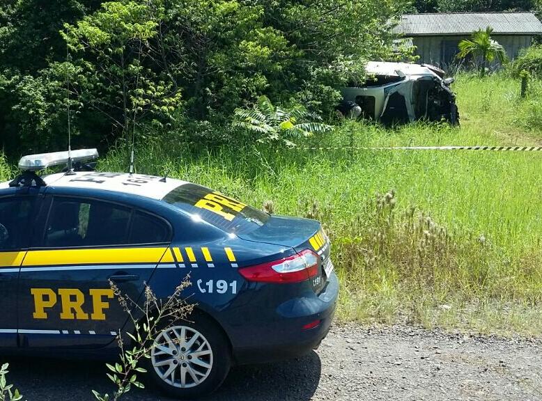 O veículo saiu da pista na altura do quilômetro 57, sentido Torres-Osório. (Foto: PRF/Divulgação)