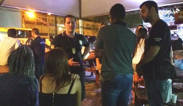 Um adulto foi preso por entregar bebida alcoólica para adolescente. (Foto: Marjuliê Martins/MP-RS)