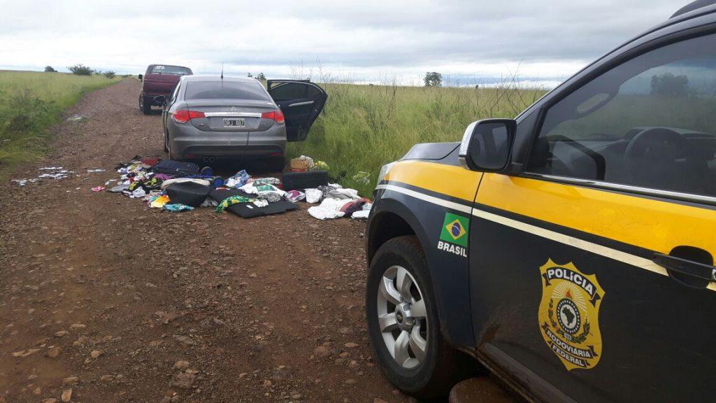 Turistas foram abordados em Uruguaiana. Ninguém ficou ferido. (Foto: PRF/Divulgação)