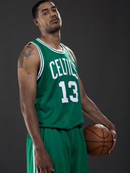 Fab Melo vestiu a camisa do Boston Celtics (Foto: Divulgação)
