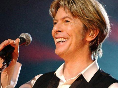 Bowie levou dois prêmios póstumos na premiação britânica. (Foto: Reprodução)