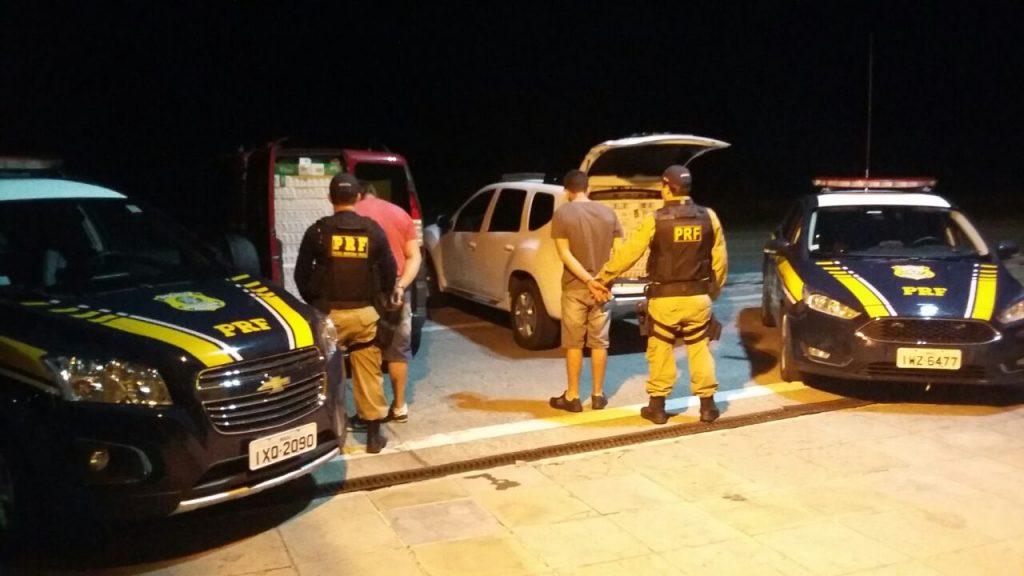 Carga era transportada em dois veículos (Foto: PRF/Divulgação)