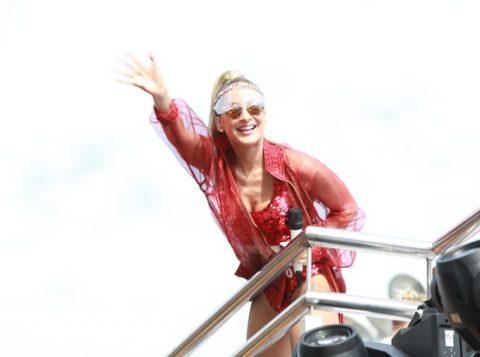 Cantora usou fantasia de Pamela Anderson (Foto: Reprodução)