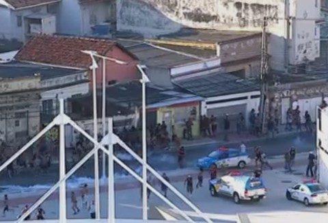 PM atua em tumulto no Engenhão na tarde de domingo (12). (Foto: Reprodução)